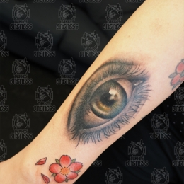 Tattoo Realistic eye by Madeleine hoogkamer