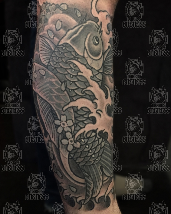 Tattoo Koi in black and grey by Vincent penning