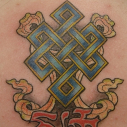 Tattoo Tibetan endless knot on back by Darko groenhagen