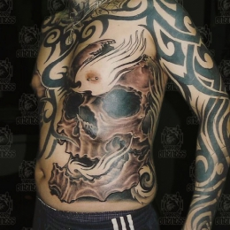 Tattoo Skull on rib by Darko groenhagen