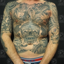Tattoo Full front and sides in black and grey by Darko groenhagen