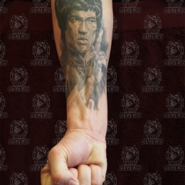 Tattoo Realistic bruce lee by Darko groenhagen
